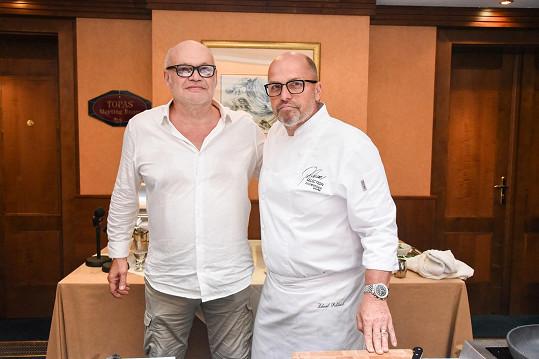 Zdeněk s francouzským kolegou Geradem Vivesem, s nímž si jsou podobní jako vejce vejci.