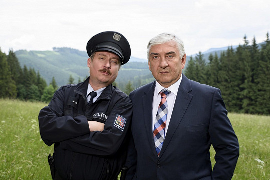 Diváci se v novém seriálu mohou těšit i na Miroslava Donutila coby doktora Martina.
