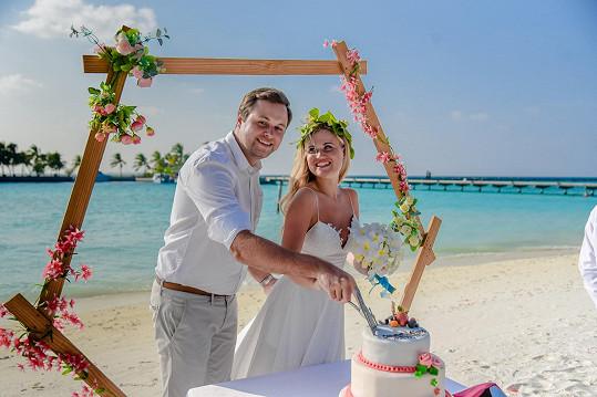 Svatební dort byl krásný.