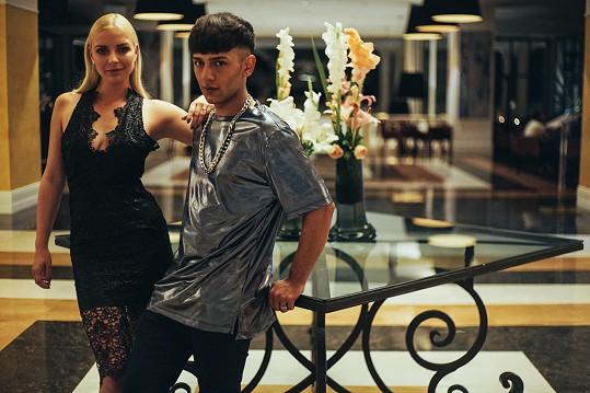 Hlavní prim v klipu hrají Honza s Markétou Konvičkovou.
