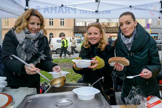 Stáňa Lekešová s kolegyněmi na charitativní akci