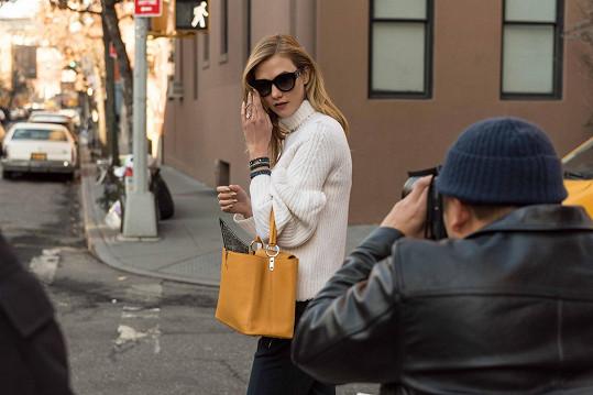 Karlie fotí v ulicích New Yorku kanadský módní fotograf Tommy Ton.