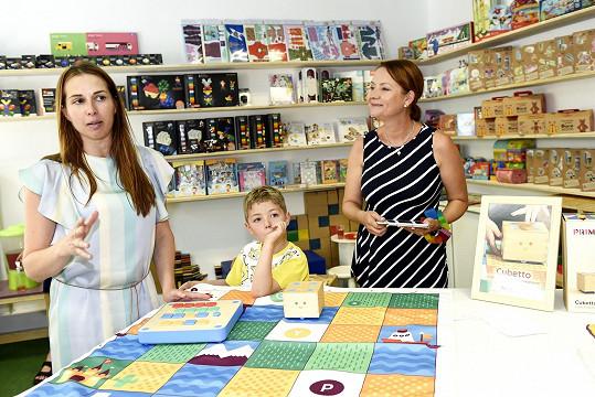 Jolana Voldánová moderovala akci v hračkářství.