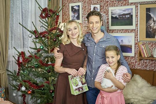Viktorka se seriálovou maminkou a bratrem v podání Milana Peroutky.