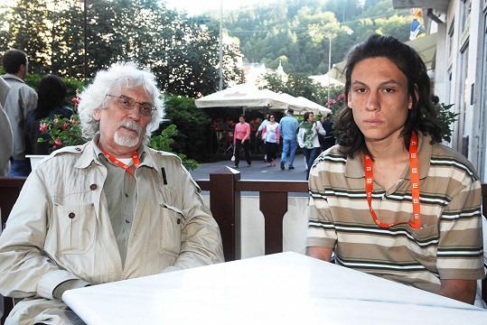 Na karlovarském filmovém festivalu se nechal vyfotografovat se synem Mikulášem.