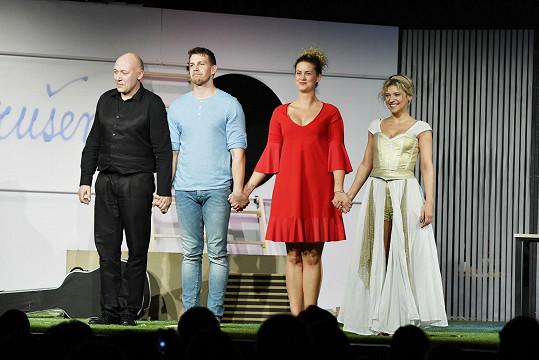 V představení Intimní příběhy z ráje hrají s Robertem Jaškówem a Jitkou Ježkovou.