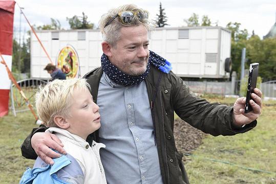 Aleš Háma s mladším synem Mikulášem