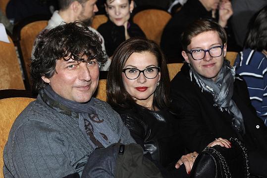 Na premiéru dorazila herečka Dana Morávková s manželem Petrem Maláskem a synem Petrem.