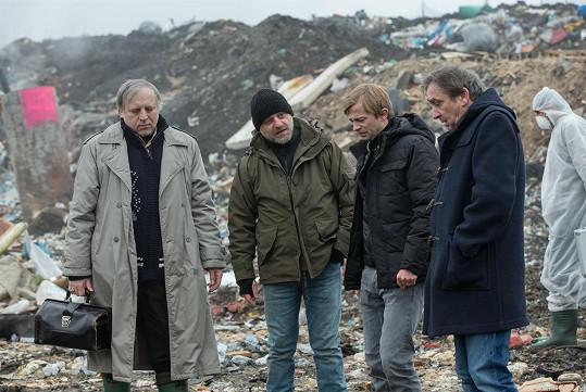 Lukáš Příkazký hraje v seriálu vyšetřovatele Lupínka.
