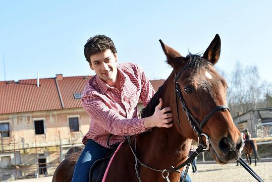 A s koněm si padli do noty.