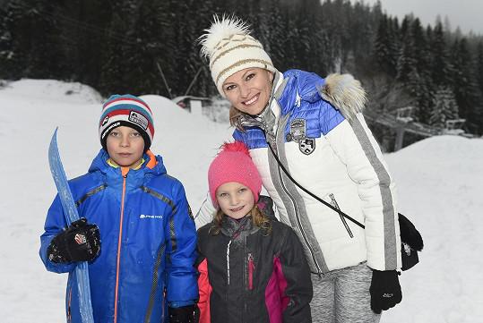 Vzala s sebou i děti Tomáše a Barborku.