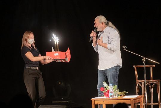 Na konci komorního koncertu dostal i dort k narozeninám.