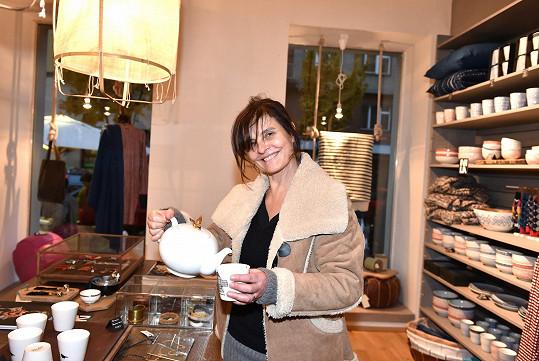 Jana Krausová dorazila na otevření obchodu s fairtrade doplňky bez make-upu.