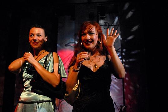 Se Sandrou Pogodovou si zahrála v Divadle Na Fidlovačce v soudobé hře Nejlepší kamarádky.