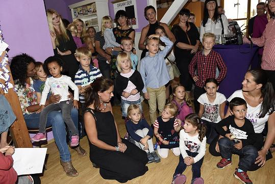 Projekt pohlednice.cz podpořily slavné i neznámé maminky s dětmi.