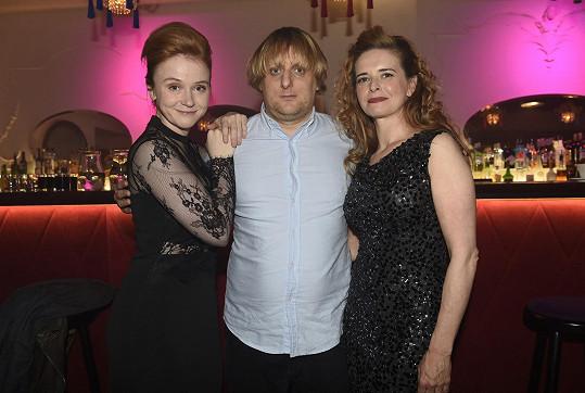 Lukáš s Marií Doležalovou a zpěvačkou Lenkou Novou