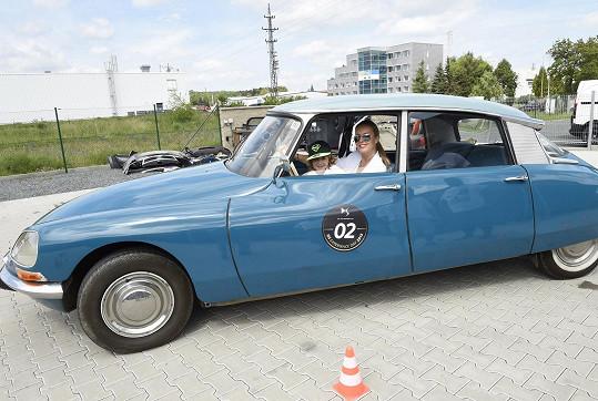 Právě takovým vozem jezdil filmový Fantomas.
