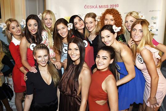 Andrea a její kolegyně s letošními finalistkami