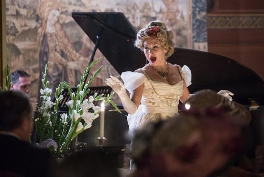 Zahrála si operetní divu.
