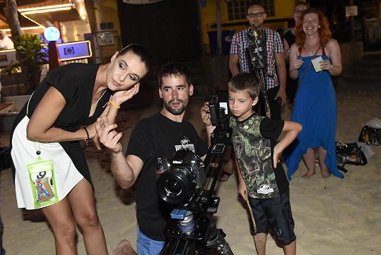 Ohnivá show se natáčela, a tak na vizuální stránku věci dohlížela ambasadorka Iva Kubelková.