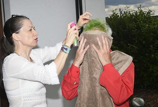 Zelené vlasy jsou nutnost.