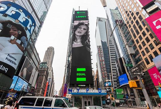 Zpěvačka Lenny se dostala mezi vybrané interpretky celosvětové kampaně EQUAL na billboard na Times Square.