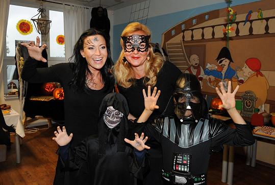 Tak takový večírek je jak vystřižený z Addamsovy rodiny.