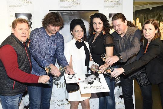 Lucie při křtu desky se svými spolupracovníky Petrem Maláskem, Václavem Koptou, Radůzou a Janem Toužimským.