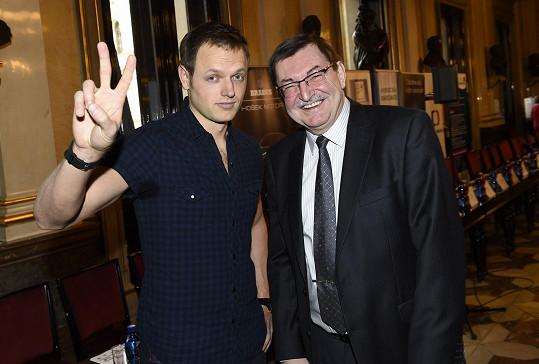 Jan Kříž s předsedou muzikálové poroty, skladatelem Zdeňkem Bartákem