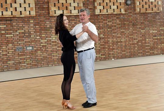 Dodnes Miroslav rád obráží plesy.