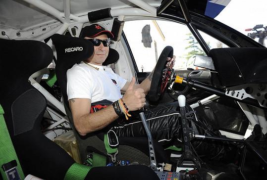Dan v závodním vozidle