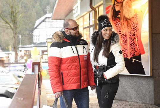 Lucka vyrazila s manželem Jiřím Šlégrem do Špindlerova Mlýna.