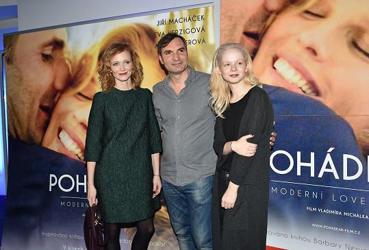 Anna Linhartová s Annou Geislerovou a Jiřím Macháčkem na premiéře filmu Pohádkář