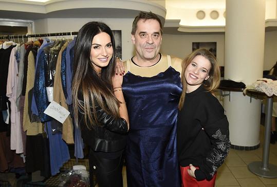 Eliška na zkoušce kostýmů s Mirkem Etzlerem a Michaelou Gemrotovou