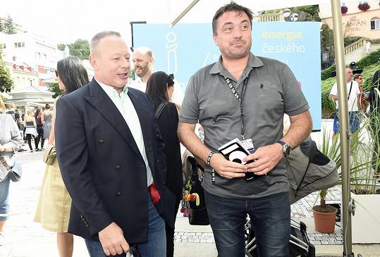Tam byl k vidění i hudebník Michal Dvořák se slovenským miliardářem Igorem Rattajem.