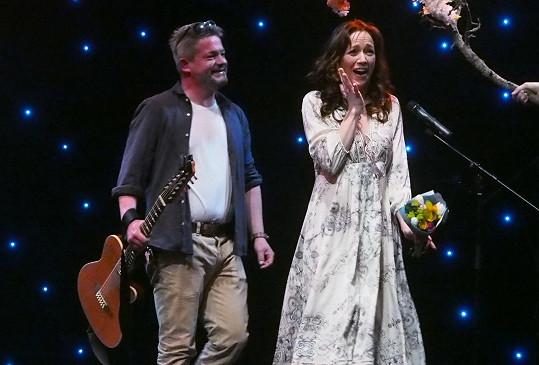 Aleš Háma a Tereza Kostková společně zazpívali duet.