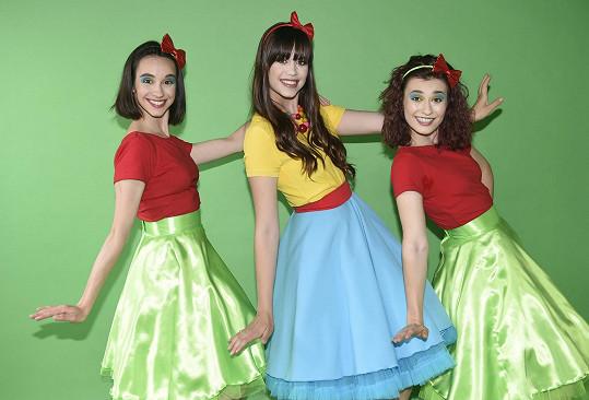 Karolina s tanečnicemi, které s ní budou vystupovat.