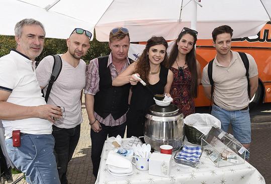 Tereza s kolegy během charitativního dne.