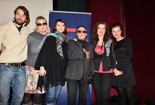 Filmová delegace (zleva): Václav Neužil, Marika Procházková, Zuzana Vejvodová, Jan Saudek, kterého bez brýlí už pomalu neznáme, Irena Pavlásková a Máša Málková