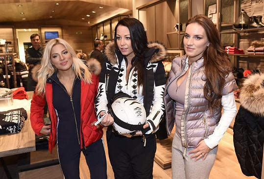 S Evou Perkausovou a Lucií Královou předváděla na Chodově módu na lyže.