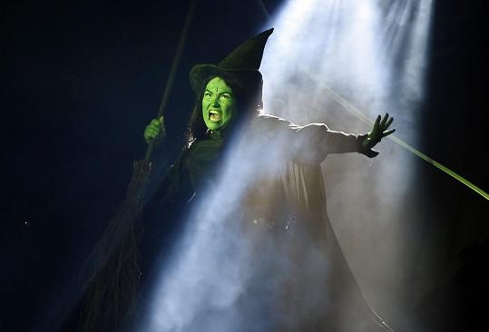 Elis Ochmanová se vrací jako čarodějka Elphaba v oblíbeném muzikálu.