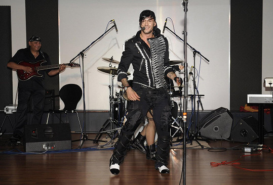 Předvedl i kreace ve stylu Michaela Jacksona.