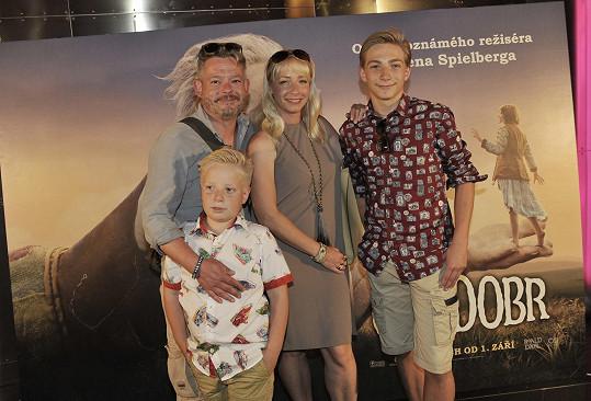Aleš Háma vzal rodinku do kina.