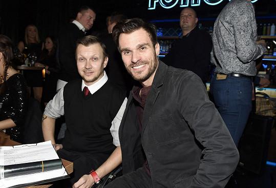 Leoš s vozíčkářem Petrem, s nímž měl choreografii ve StarDance a fotil se s ním i do kalendáře.