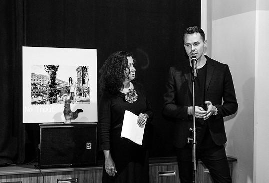 VMalostranské besedě se uskutečnil křest i výstava fotografií zkalendáře, jejichž autorem je Benedikt Renč.