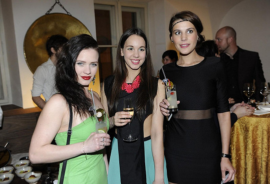 S kamarádkami herečkami