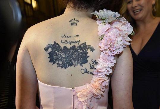 Zpěvaččino tetování