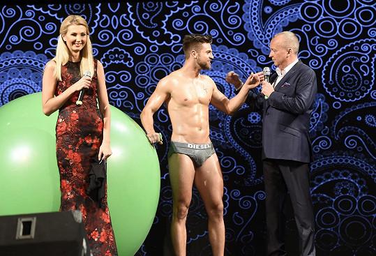 Sandra s Karlem Voříškem uváděla finále Muže roku.