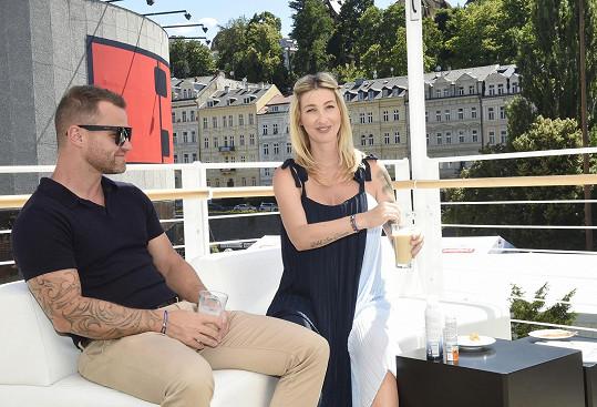 S přítelem Tomášem vyrazili na kávu, kterou miluje George Clooney.
