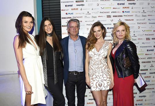 S kolegyněmi Nikol Švantnerovou, Anetou Vignerovou a Kateřinou Kristelovou na párty